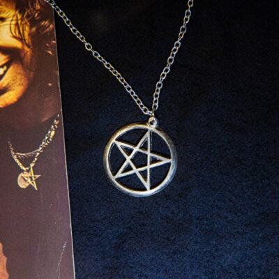 Star of David Necklace owned and worn by legendary Bon Scott - currently on display and part of a AC/DC exhibition showcase at the rock'npopmuseum GRONAU https://www.rock-popmuseum.de/