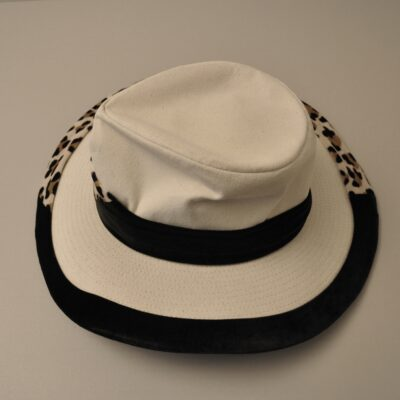 White Fedora leopard pattern, owend and worn by David Bowie - currently on display and part of a David Bowie exhibition showcase at the rock'n'popmuseum Gronau https://www.rock-popmuseum.de/